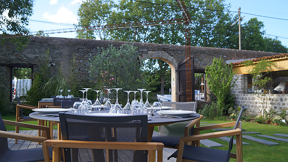 The terrasses of your restaurant in homps
